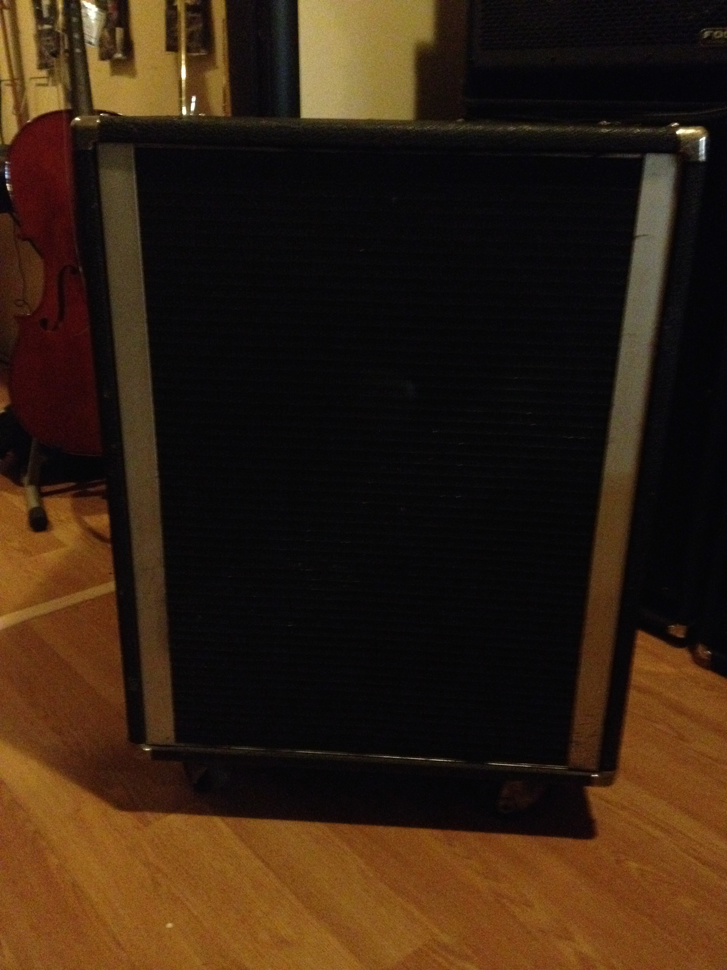 Peavey 18″ bass cabinet – The Music Complex RI